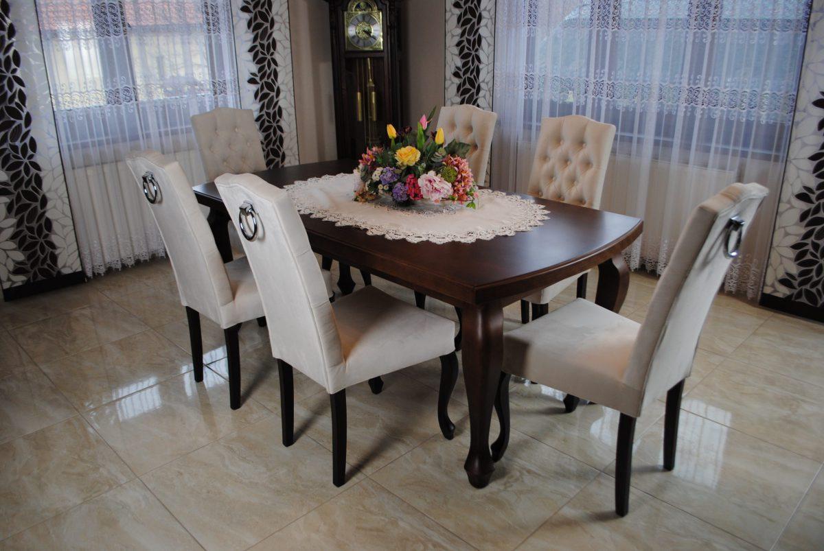 Zestaw nr 6 stół + krzesła pikowane z kołatką