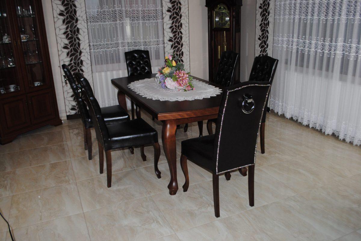 Zestaw nr 8 stół + krzesła pikowane z kołatką