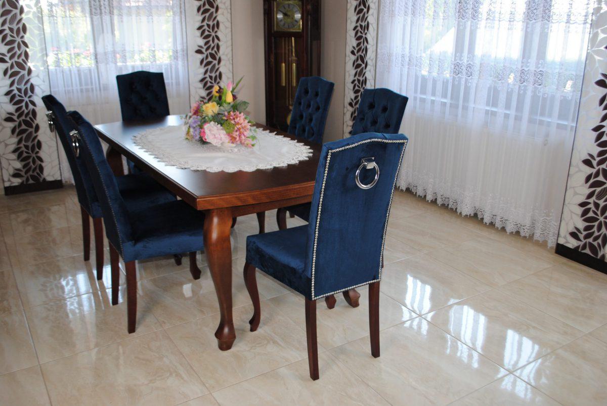 Zestaw nr 17 stół + krzesła pikowane z kołatką