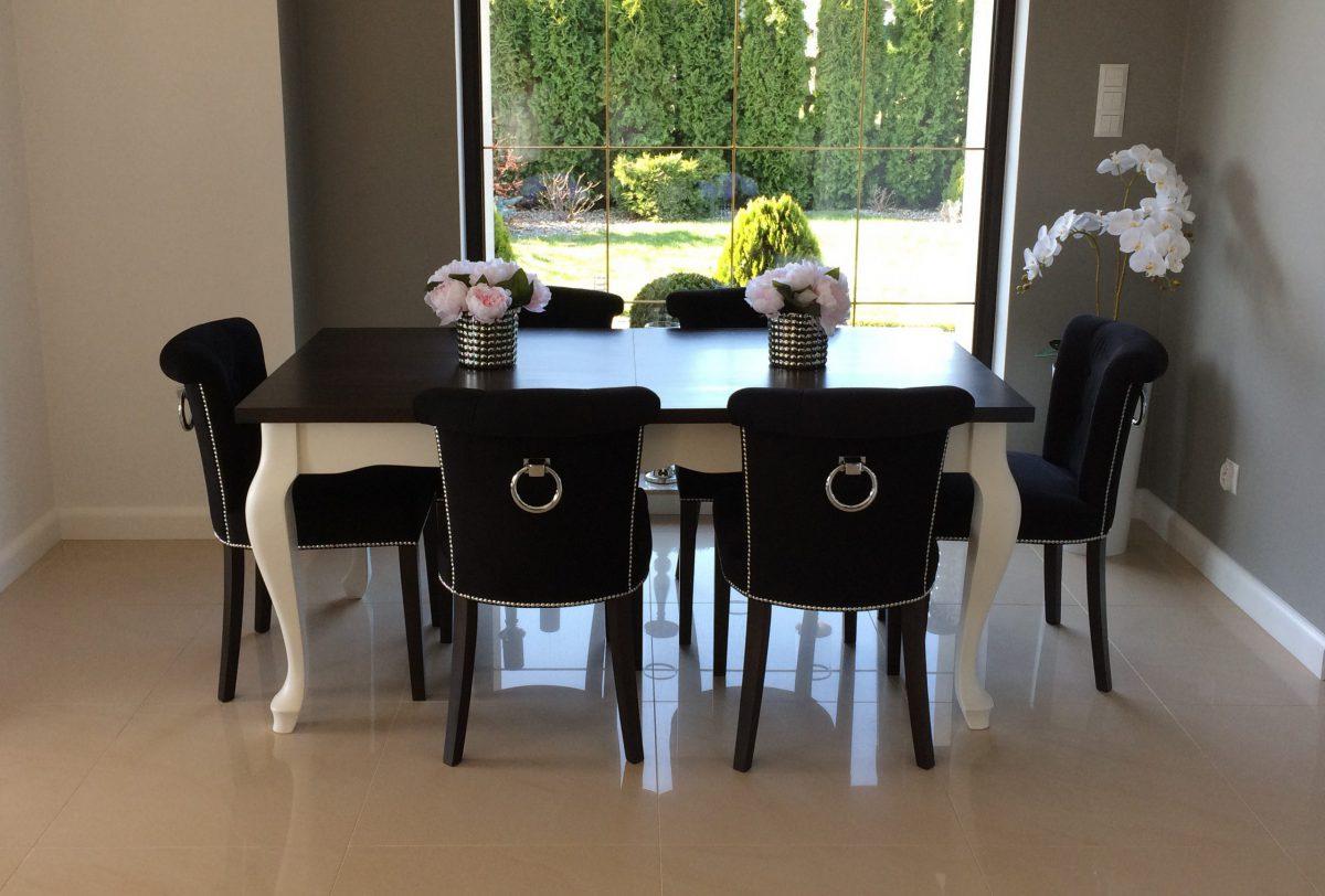 Zestaw nr 2 stół + krzesła pikowane z kołatką